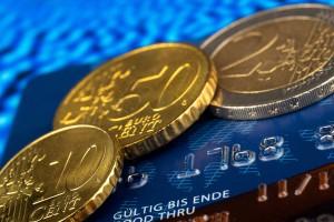 Kreditkarte und Bargeld
