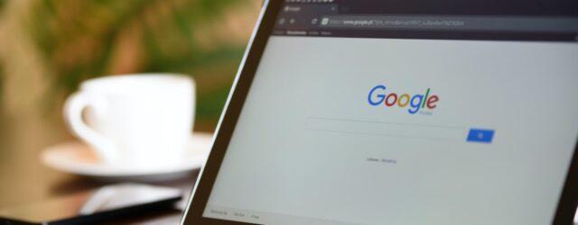 google na monitorze